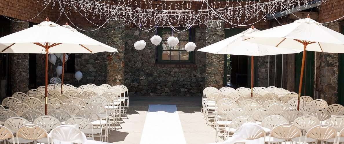 outdoor wedding courtyard seating